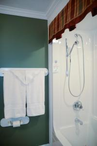 A bathroom at Côté's Bed & Breakfast