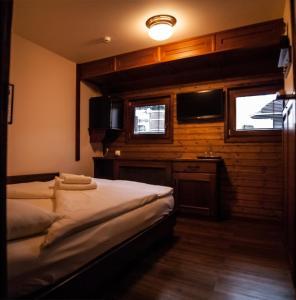 Postel nebo postele na pokoji v ubytování Boat Hotel Matylda