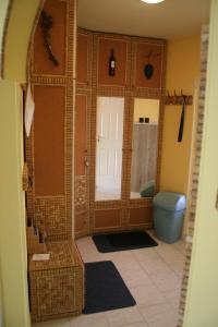 A bathroom at Borbarát Vendégház