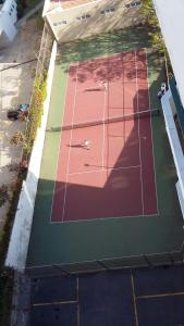 Tennis and/or squash facilities at Bright Studio or nearby
