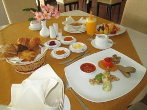 Breakfast options available to guests at Rajarata Hotel