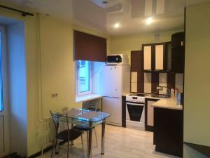 A kitchen or kitchenette at Apartment on Prospekt Mira 22