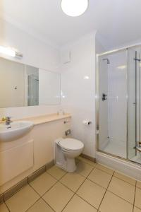 A bathroom at The Ridgeway House
