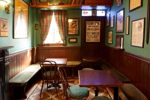 A restaurant or other place to eat at Crotty's Pub & Accommodation