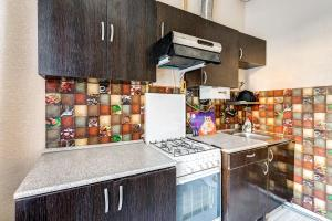 A kitchen or kitchenette at Apartments 4-aya Tverskaya-Yamskaya, 4
