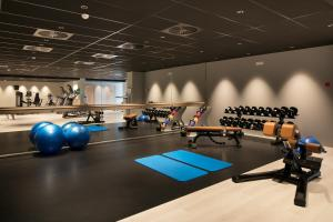 The fitness center and/or fitness facilities at Tangla Hotel Brussels