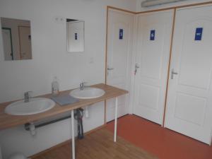 Salle de bains dans l'établissement Du Coté de Roussay