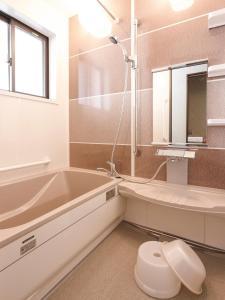 A bathroom at Onsenminshuku Kosakaya