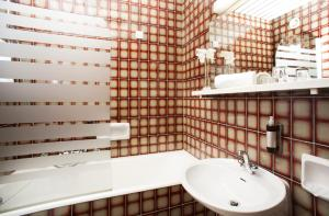 A bathroom at Garni Hotel Jadran - Sava Hotels & Resorts