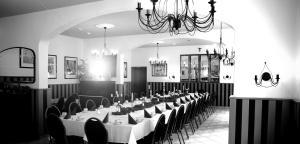 Ein Restaurant oder anderes Speiselokal in der Unterkunft Hotel-Gasthof Zur Post