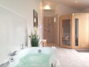 Spa and/or other wellness facilities at Le Clos Saint Martin