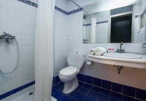 A bathroom at Lito Hotel