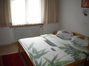 Ein Bett oder Betten in einem Zimmer der Unterkunft Pension Taverne