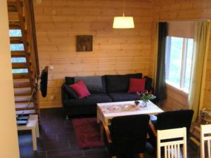 A seating area at Holiday Home Kantokelo a 2