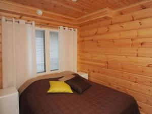 A bed or beds in a room at Holiday Home Helmi 3