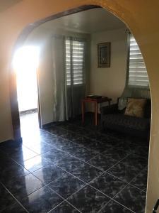 A seating area at Joe Apartment