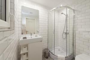 A bathroom at Tatra 4 Studios
