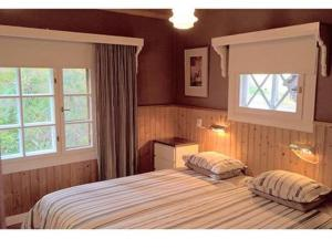 A bed or beds in a room at Holiday Home Kivitasku