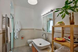 A bathroom at Music Hall Sorrento