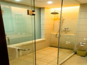 A bathroom at Kangte Wangfu Hotel of Resort And Conference