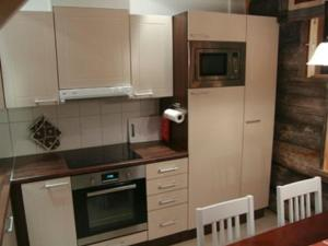 A kitchen or kitchenette at Holiday Home Sapara k 40
