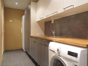 A kitchen or kitchenette at Holiday Home Karhu a