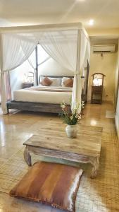A bed or beds in a room at Royal Villa Jepun