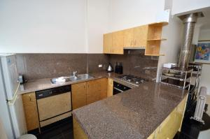 A kitchen or kitchenette at Mowamba D5