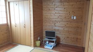 A television and/or entertainment center at Minshuku Earth Yamaguchi