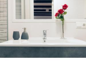 Un baño de Apartamentos Rey Moro