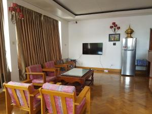 A seating area at Parami Motel