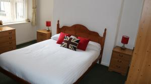 A bed or beds in a room at Marlborough Court Holiday Apartments