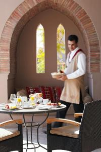 A restaurant or other place to eat at Four Seasons Resort Marrakech
