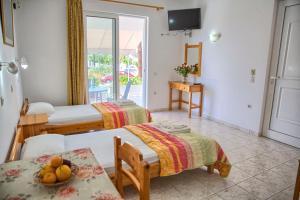 Ένα ή περισσότερα κρεβάτια σε δωμάτιο στο Haraki view