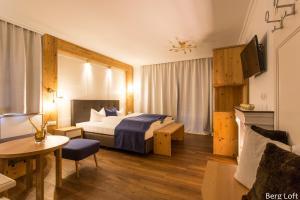 Ein Bett oder Betten in einem Zimmer der Unterkunft Verwöhn-Harmoniehotel Mandarfnerhof