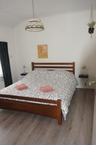 A bed or beds in a room at Vakantiehuis