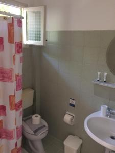Salle de bains dans l'établissement Biscoutsis Apartments & Studios
