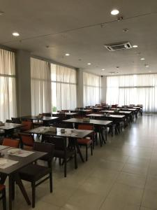 A restaurant or other place to eat at Red Roof Inn Dutra