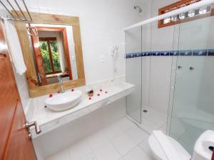 A bathroom at Pousada Paraíso do Forte