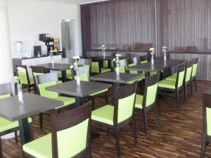 Ein Restaurant oder anderes Speiselokal in der Unterkunft iQ-Hotel Ulm