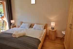 Ein Bett oder Betten in einem Zimmer der Unterkunft Aparthotel Kovarna Residence