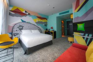 A bed or beds in a room at ibis Styles Tbilisi Center