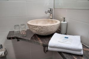 A bathroom at Hotel am Schwanenweiher