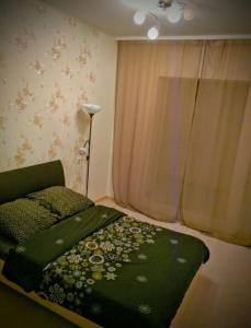 A bed or beds in a room at Apartment on Lomonosova 29