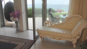 A seating area at Sea View Beachfront Villa Maria