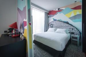 מיטה או מיטות בחדר ב-ibis Styles Tbilisi Center