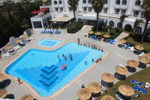 A view of the pool at Hotel Menara or nearby