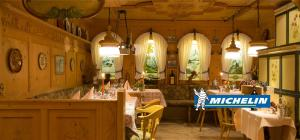 A restaurant or other place to eat at Romantik Hotel Schweizerhof