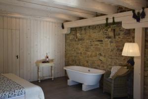 A bathroom at Sárffy House