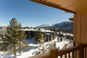 Sunstone Lodge by 101 Great Escapes during the winter